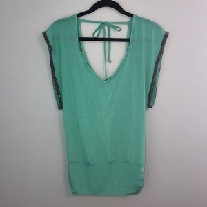 2b Bebe teal polyester shirt